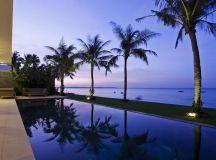 Villa contemporaine en bordure d'une station balnéaire au ...