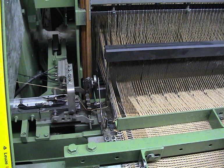 Single rapier flatweave carpet weaving machine