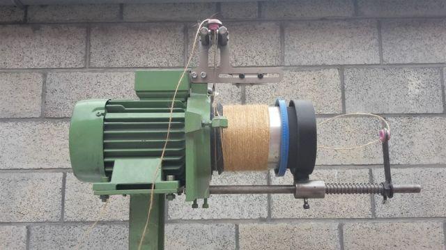 weft yarn accumulator
