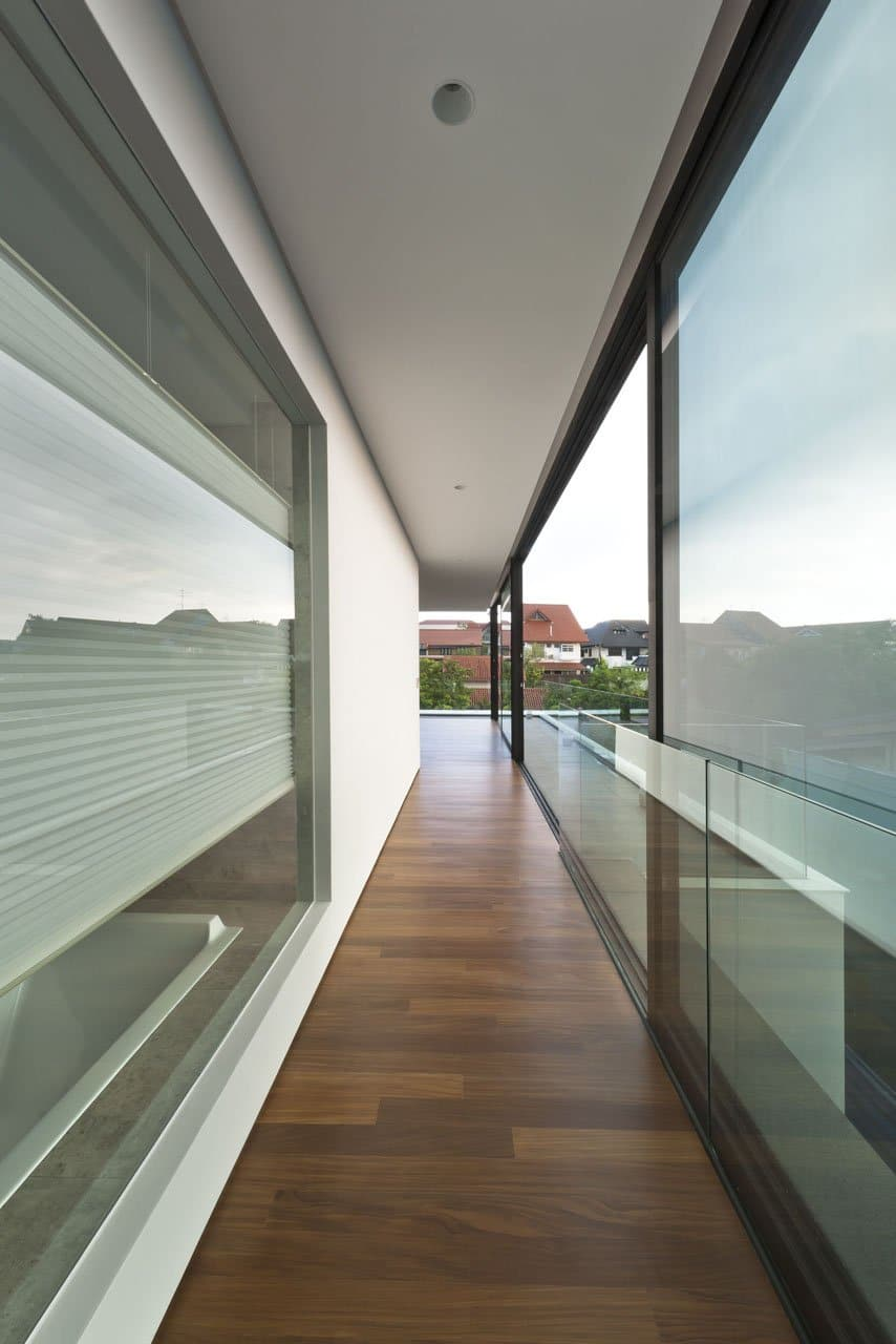 Plano de casa de dos pisos pequea fachada e interiores
