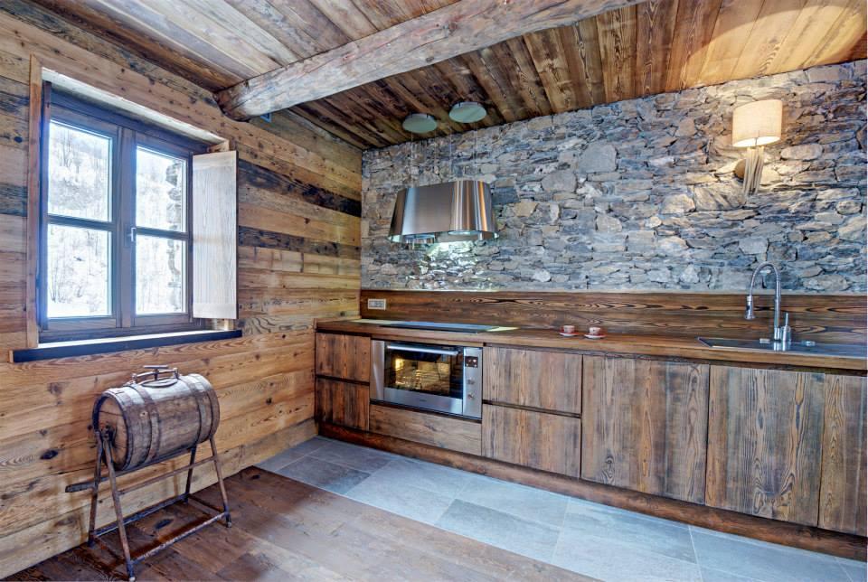 Diseo de interiores rstico uso de madera y piedra
