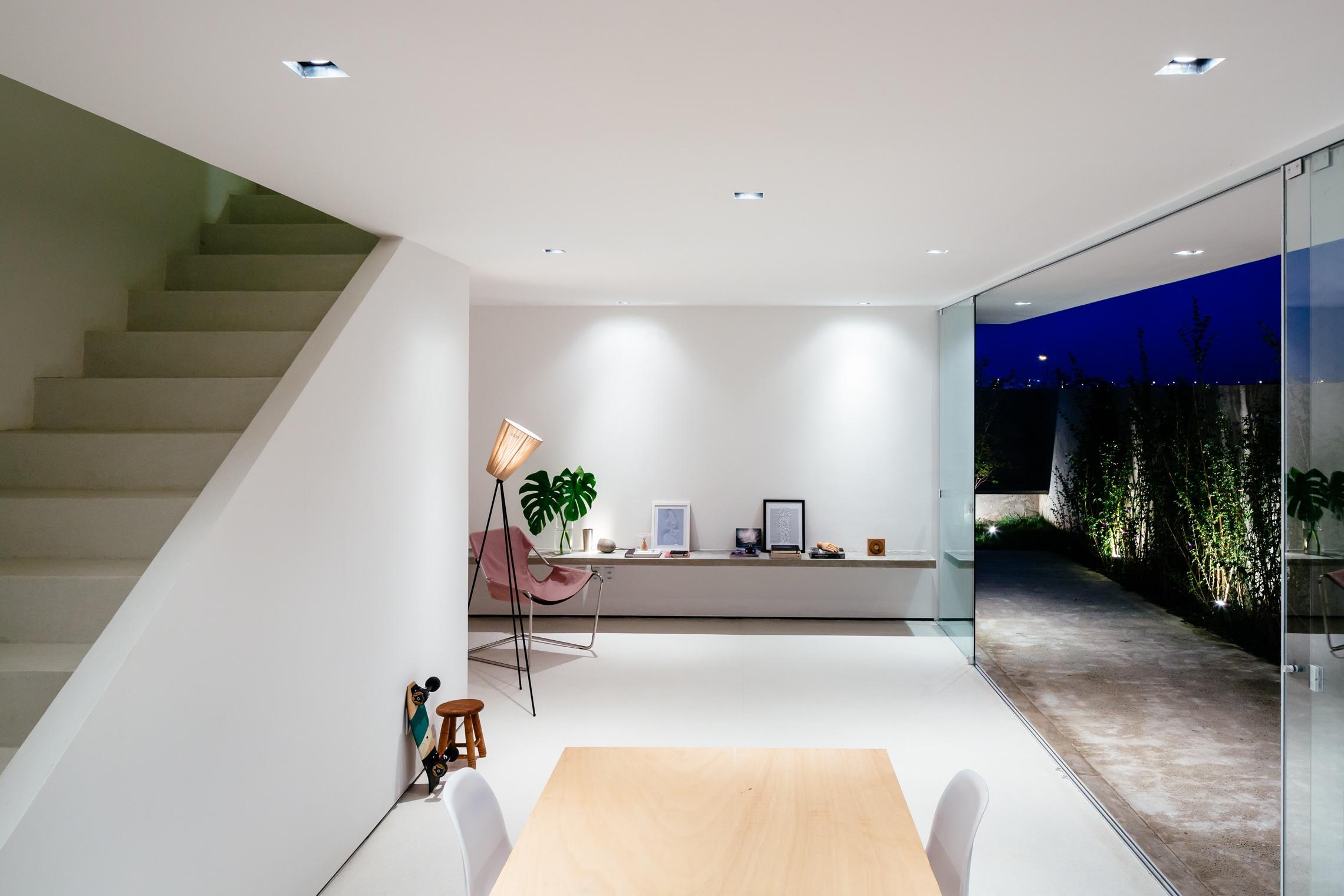 Sencilla casa de dos pisos con planos y diseo de interiores