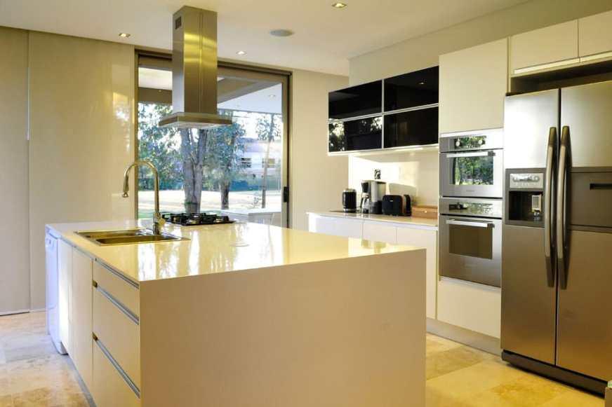 Planos de casa moderna de dos plantas Fachada e interiores