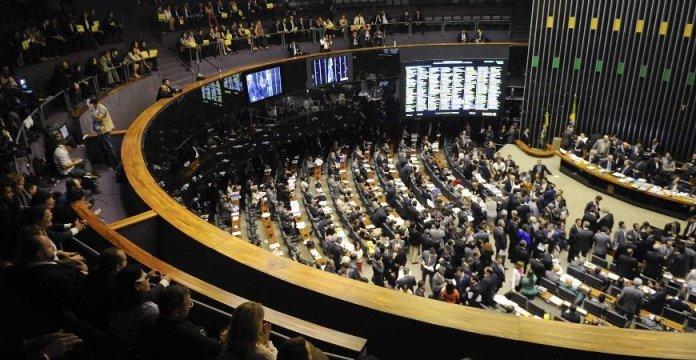 Congresso e governo discutem extensão da desoneração da folha de pagamento