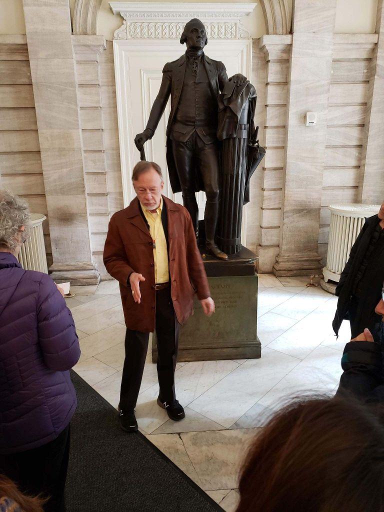 Estatua de George Washington en el City Hall de Nueva York