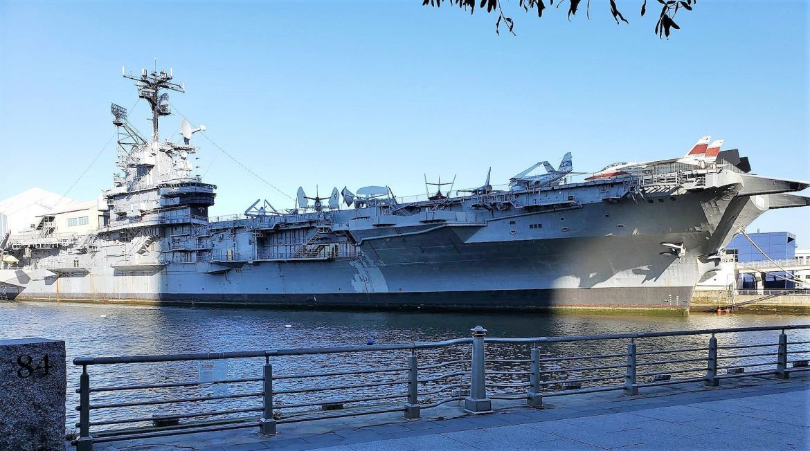 Exterior del USS Intrepid