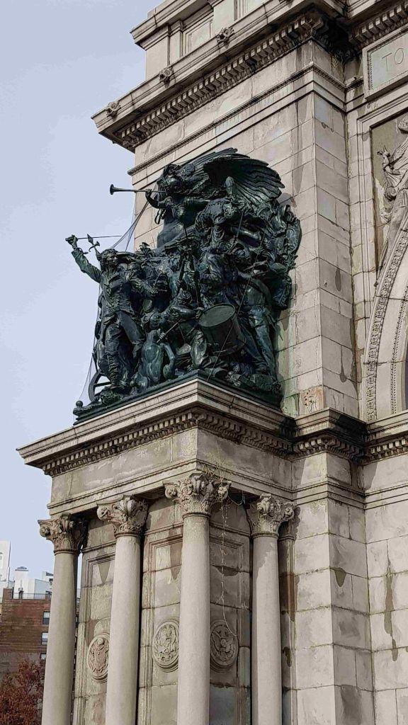 Arco en Grand Army detalle lateral