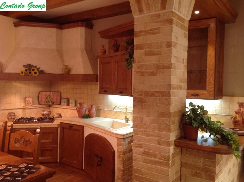Cucina in Muratura in Legno Massello di Pino  Contado