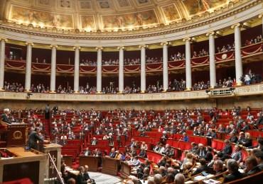 Extrema derecha pierde elecciones regionales en Francia