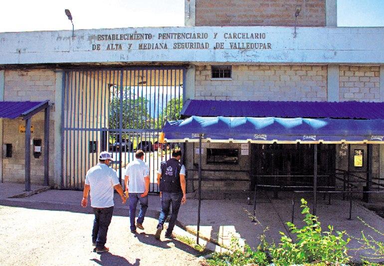 Miles de personas en Colombia se manifiestan por el cierre de la cárcel Tramacua