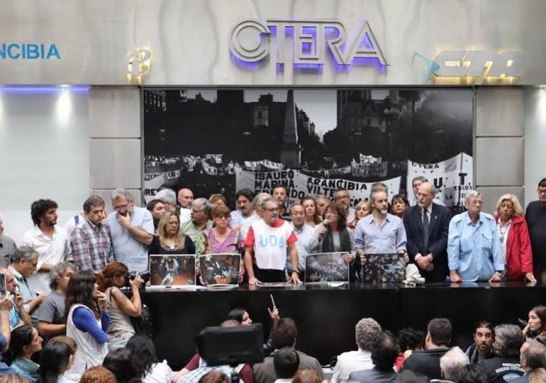 Ante represión de Macri docentes en Argentina convocan a Paro