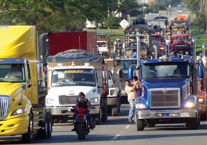 Camioneros se unen al paro de Buenaventura