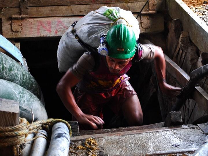 Continúa paro de mineros en Remedios y Segovia pese a la represión
