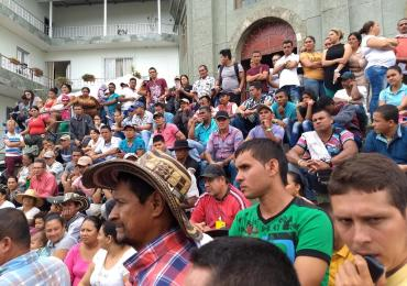 Desalojan familias afectadas por Hidroituango de albergues de EPM