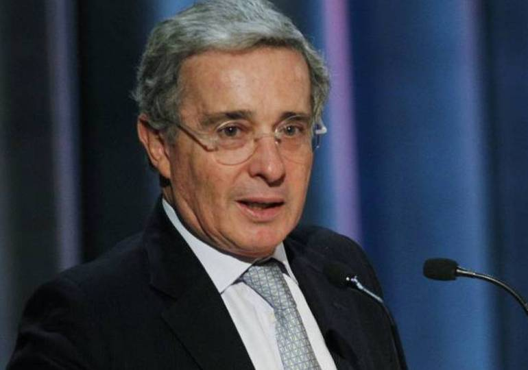 ¿Quién debe investigar a Álvaro Uribe?