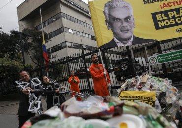 ¿Que hacer frente al Tsunami de plástico que amenaza a Colombia?