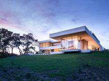 A Family Home At A California Vineyard By Swatt Miers ...