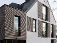 This house is an example of how to do modern window ...