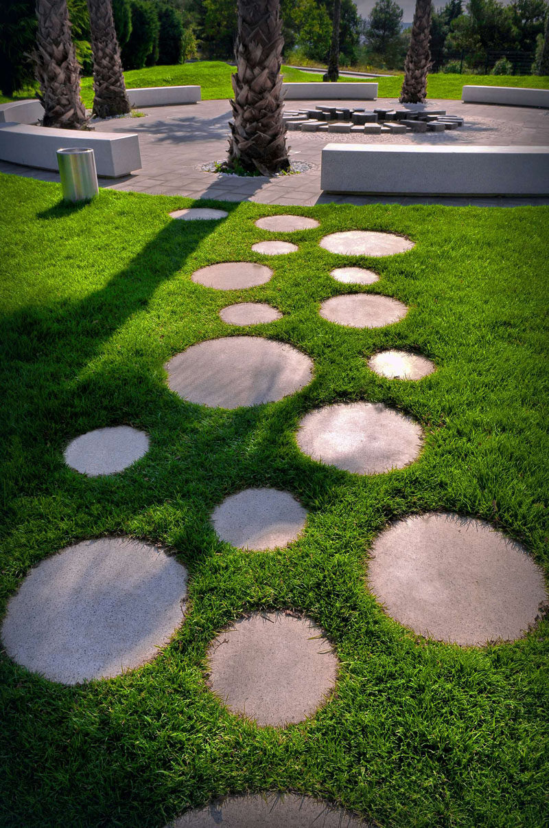 10 Landscaping Ideas For Using Stepping Stones In Your Garden