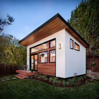 This small backyard guest house is big on ideas for ...