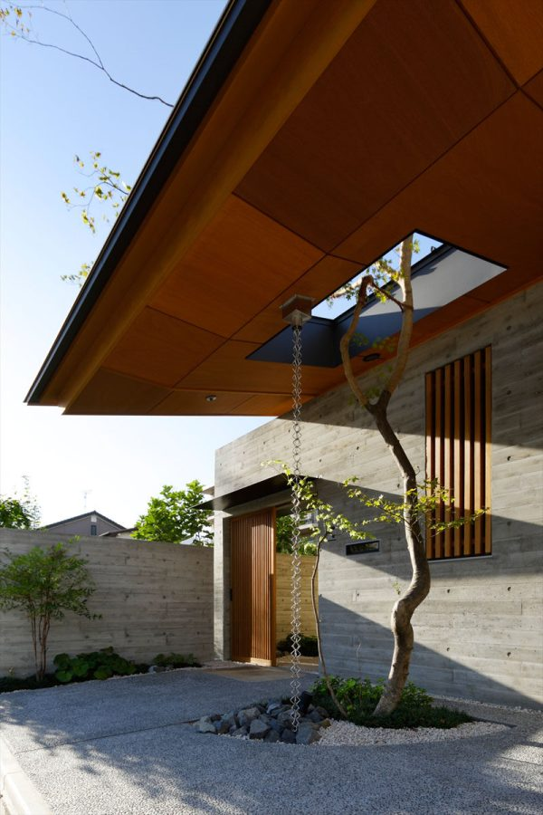 Modern Homes Rain Chains Divert Water Contemporist