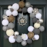 21 Modern Wreaths To Decorate Your Home With This Holiday Season