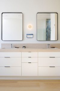 5 Bathroom Mirror Ideas For A Double Vanity | CONTEMPORIST
