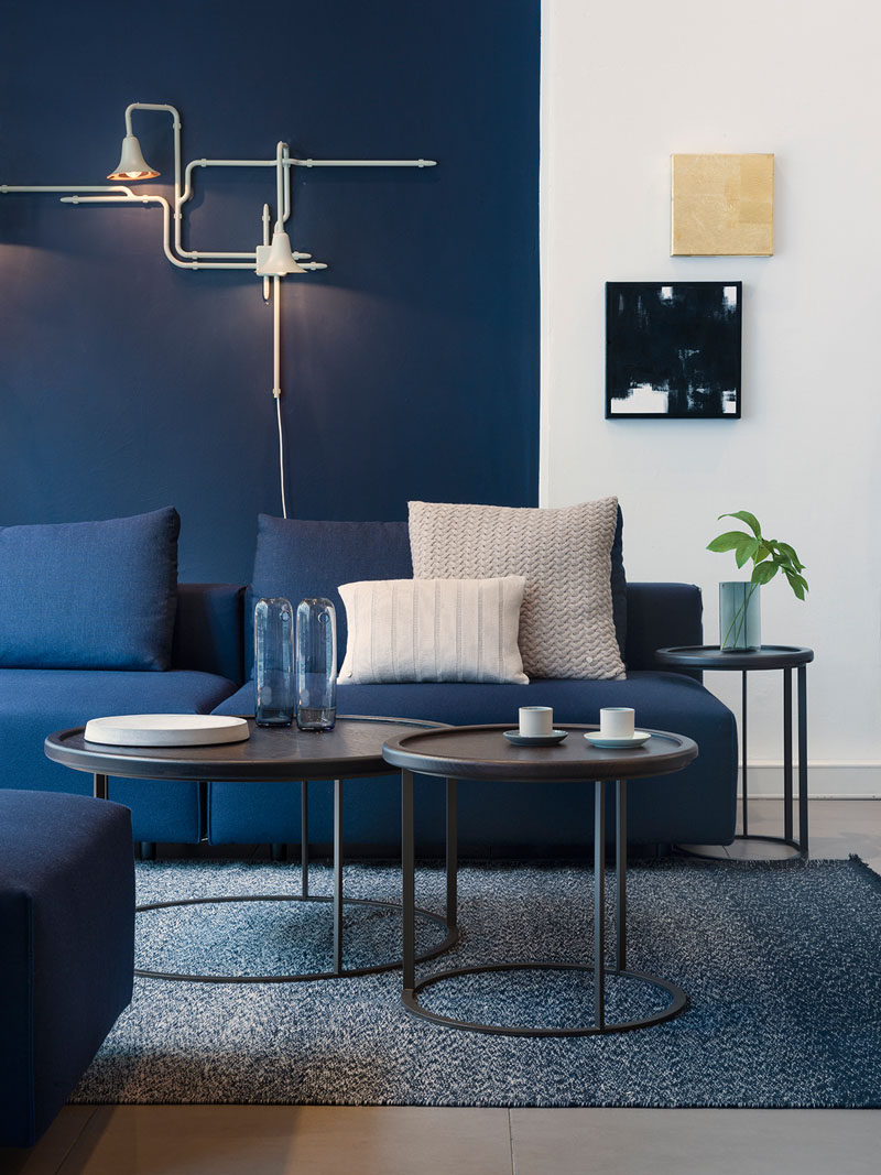 blue living room walls discount furniture 4 ways to use navy home decor create a modern