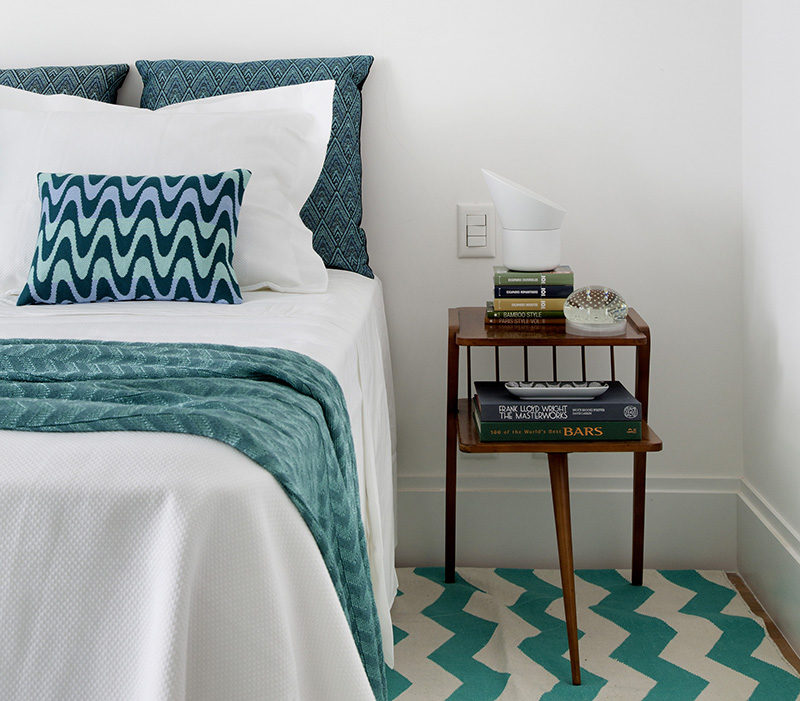 Bedroom Decor Ideas And Inspiration Use Teal And White For A Bright Bedroom