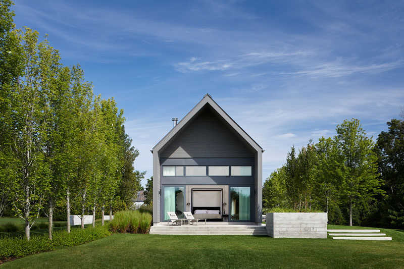 This Modern Vacation House Sits Next To A Large Conservation Forest In Canada