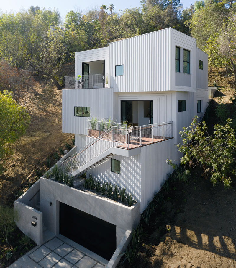 The Stack House Has Been Built Into A Los Angeles Hillside