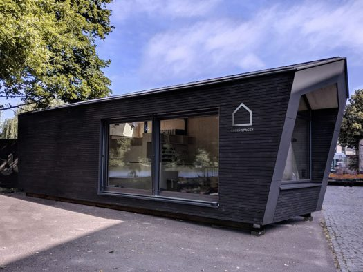 A team of designershave created Cabin Spacey, a small urban cabin in Berlin, Germany, that offers an alternative to typical rental apartments, and can be placed on anunused roof, urban wasteland, or parking lot. #SmallCabin #SmallLiving #UrbanCabin