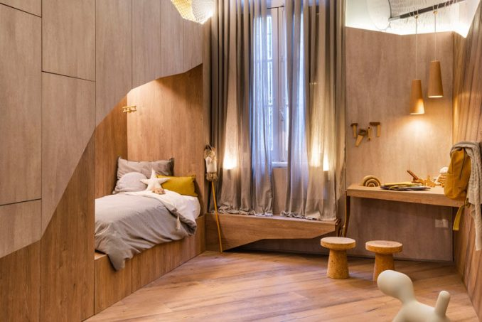 Drawing inspiration from the very thing the project is named for, #thebearscave uses wood and lighting elements to create a unique atmosphere in this kids bedroom that encourages playfulness. #KidsBedroom #BedroomDesign #InteriorDesign