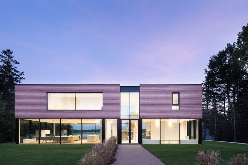 Canadian firm Omar Gandhi Architect have recently completed a modern coastal cottage inChester, Nova Scotia, that was designed as a summer home for a family. #ModernHouse #HouseDesign #ModernArchitecture