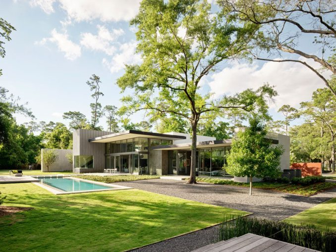 Ehrlich Yanai Rhee Chaney Architects has designed a modern house on a two-acre wooded site in an upscale neighborhood in Houston, Texas. #ModernHouse #ModernArchitecture