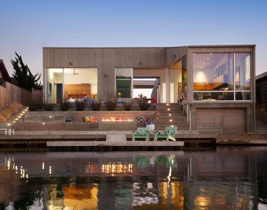 CCS ARCHITECTURE INC.designed a weekend residence in Marin County, California, for a family of five that wanted a place that would bemodern and refined, yet casual. #Architecture #ModernHouse