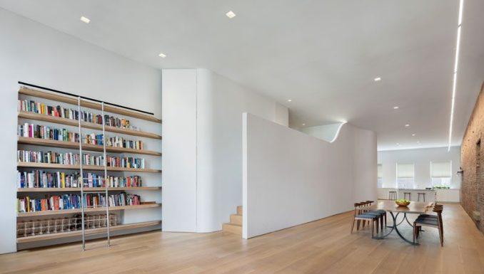 Julian King Architect has designed the modern and minimalist renovation of an old cast iron silk warehouse that was originally built in 1872. #LoftApartment #ModernLoft #LoftInterior #MinimalistLoft