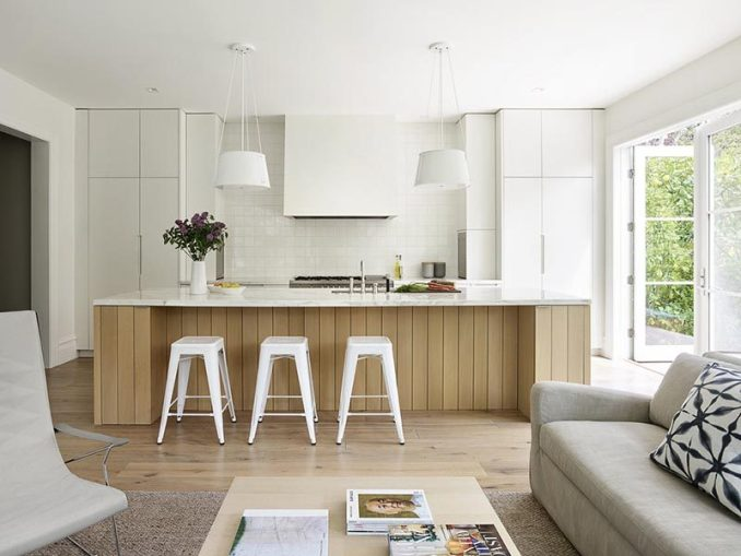 Feldman Architecture together with Lisa Lougee Interiors has completed a new and modern kitchen inspired by Scandinavian design. #ModernKitchen #WhiteAndWoodKitchen #ScandinavianKitchen