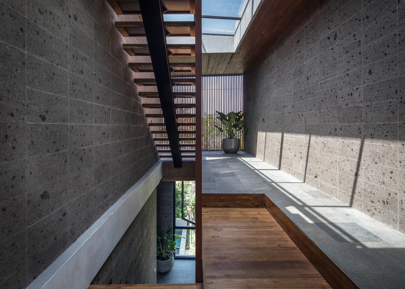 Steel and wood stairs connect the various levels of the home, including the garden on the roof, while skylight help to keep the space bright. #Sandstone #ModernStairs #SteelStairs #Skylights