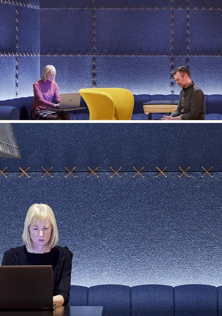 Studio BV heeft onlangs een lounge met open haard in de lobby voltooid met rijke blauwe vilten wandpanelen die aan elkaar zijn gestikt met leren strips, als aanvulling op de op maat ontworpen blauwe bank en lederen accenten. #FeltWallPanels #FeltWallCovering #OfficeDesign #LobbyDesign #WorkplaceDesign #FeltPanels