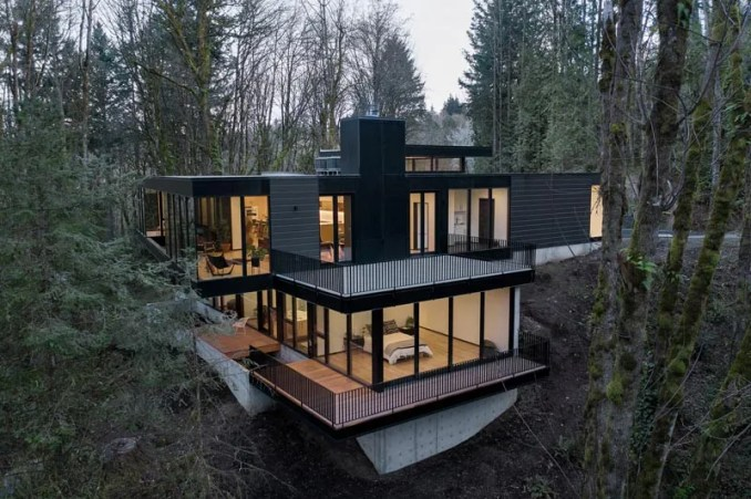 William / Kaven Architecture has designed and developed a modern black house that's located near Portland, Oregon, and cantilevers above the forest floor. #ModernBlackHouse #ModernHouse #Cantilever #ModernArchitecture