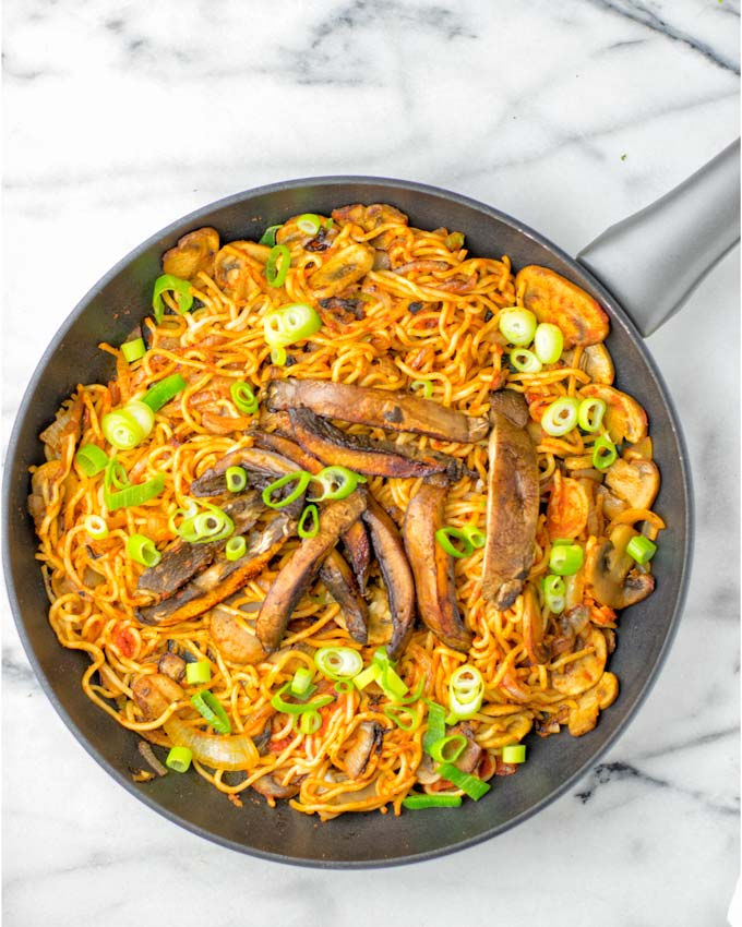 These Spicy Nooldes are texture perfect, naturally vegan and so delicious. Made with 2 sorts of mushrooms, it is a one pot meal that will surely impress everyone, beats takeout in no time, cheap, fresh. Try them and know what I'm talking about.