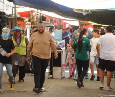 Tianguistas apaseoaltenses no respetan las medidas sanitarias