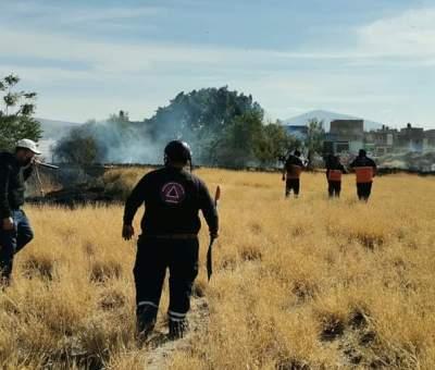 Atienden incendios de baldíos en Cortazar