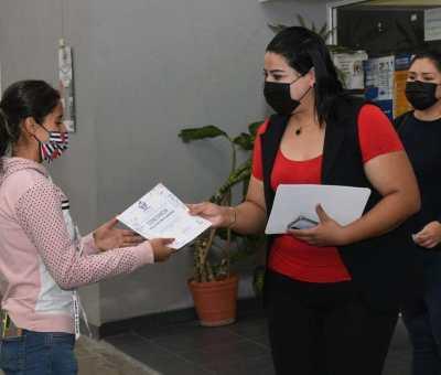 ENTREGAN CONSTANCIAS Y LIBERAN SERVICIO SOCIAL  A JÓVENES IRAPUATENSES