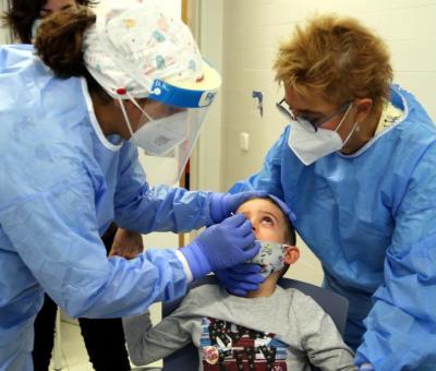 Registra Estados Unidos cifra récord de niños hospitalizados por Covid-19