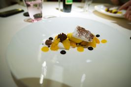 Dallmayr, Restaurant in Munich: Coconut Cream, supreme and sorbet of tangerine, chocolate cake pieces