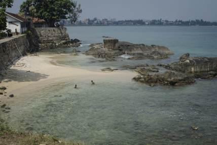 Visiting Sri Lanka: Swimming in the Indian Ocean on Sri Lanka beaches