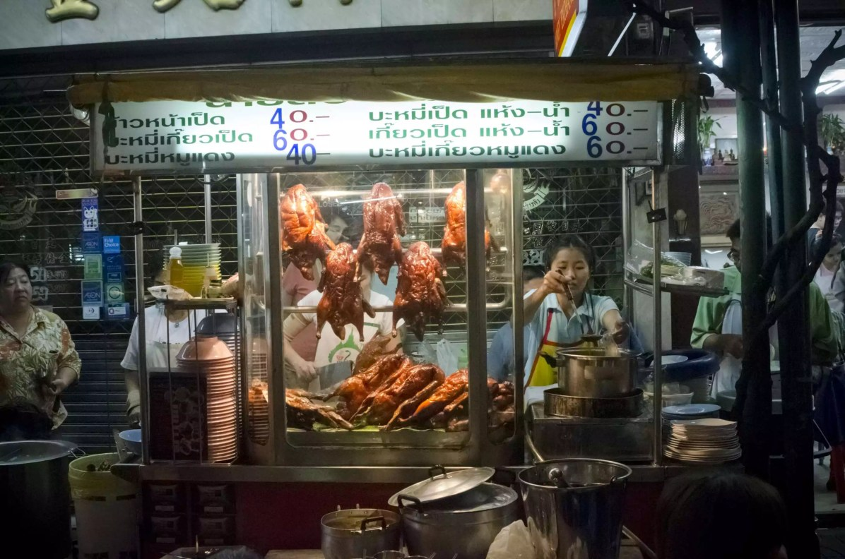 Bangkok Travel Blog - Dishes in Bangkok street food - Nomad life Where to stay in Bangkok