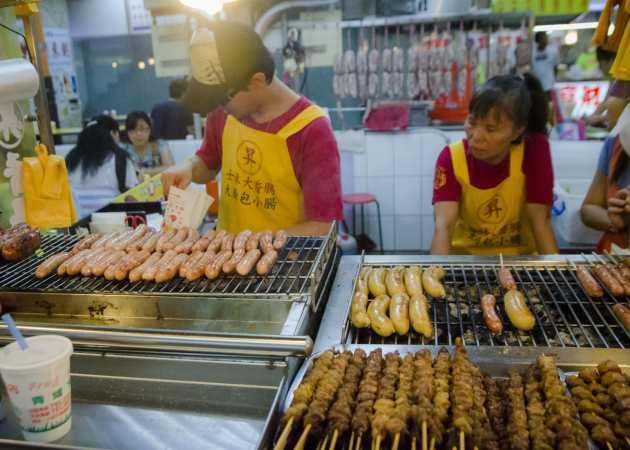 Cuisine de rue à Taïwan: Saucisses et brochettes